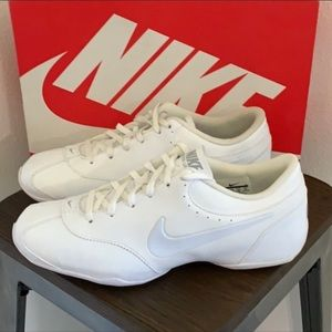 New in box authentic Nike sneakers tennis shoes 10
